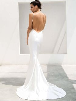 White Gown Thumbnail