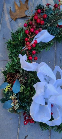 Christmas Wreaths Indoor/Outdoor Berries, Pinecones, Ribbon & Philips Led New Thumbnail