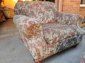 Nice comfortable chair and ottoman Thumbnail