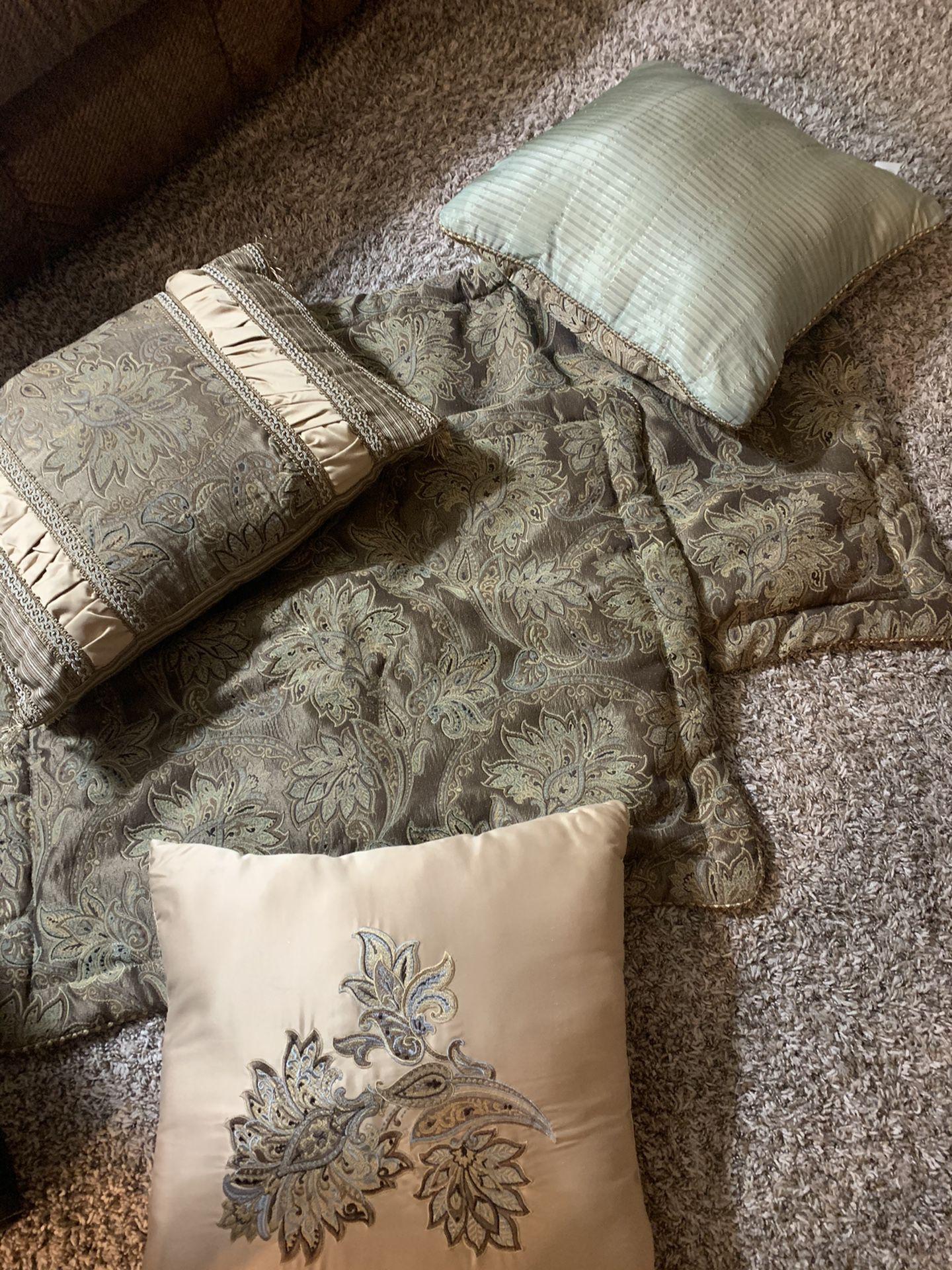 Queen Comforter,Pillow Cases And Throw Pillows