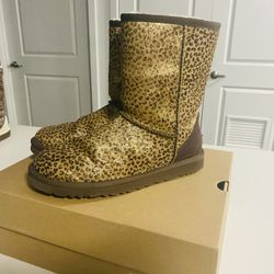 LIMITED EDITION GOLD LEOPARD UGG BOOTS SIZE 8 Women  Thumbnail
