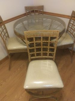 Table and 4 chairs Thumbnail