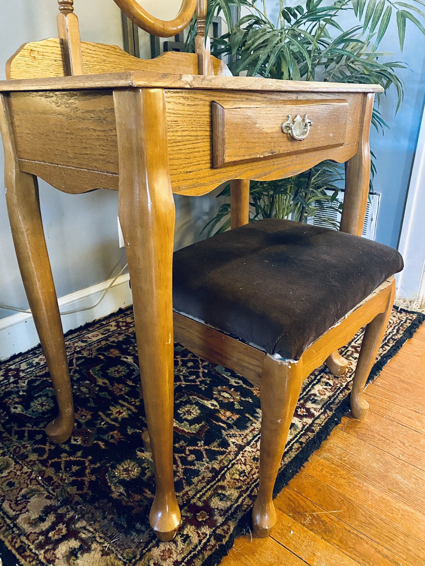 Queen Anne Vanity And Stool