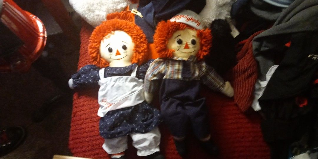 Raggedy Ann And Raggedy Andy Postings On My Cell Phone Here