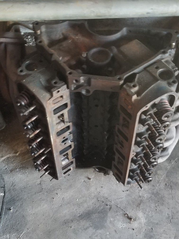 5.0 Liter V8 motor From A 90's Ford