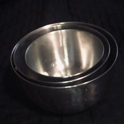 Set Of 3 Great Condition Stainless Steal Nesting Mixing Bowls.  1 Is  Farberware Double Thumb Ring #734. $20 Pickup/$23 Shipping Thumbnail