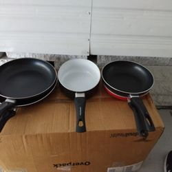 Variety Of Different Size Pans Thumbnail