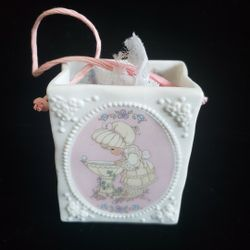 1993 Enesco Precious Moment Porcelain Mini Gift Box with dryed flowers Thumbnail