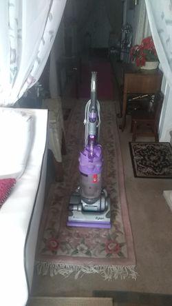 Vacuum cleaner Dyson like new Thumbnail