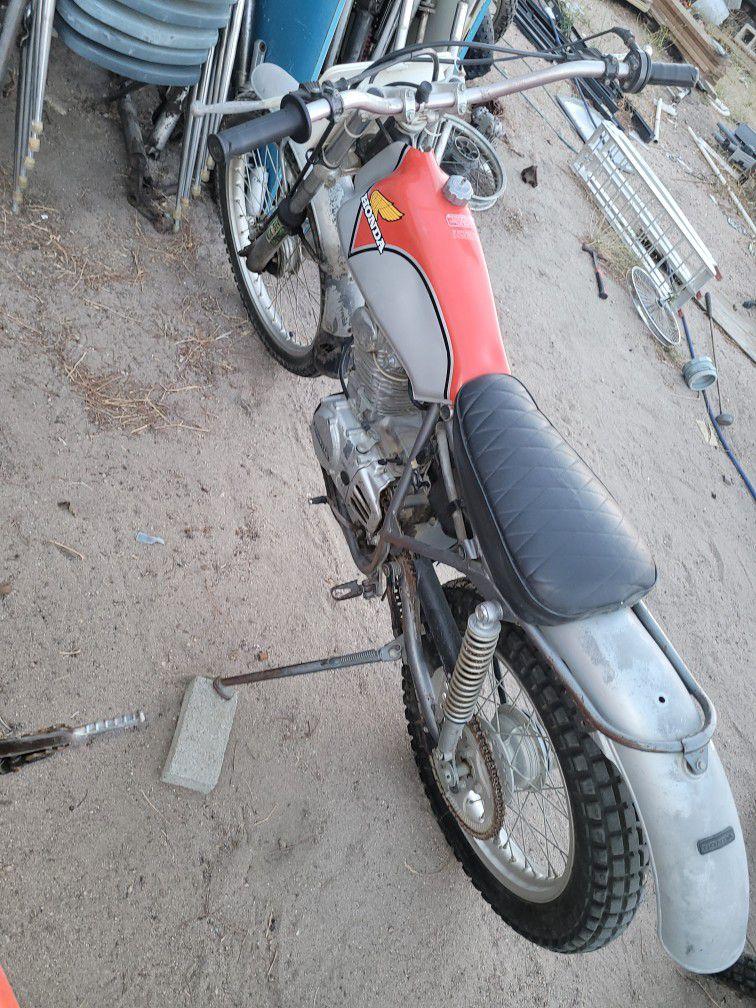 Vintage Dirtbikes Motorcycles, Honda Yamaha Suzuki Kawasaki Husqvarna Maico Bultaco Ossa Cz Penton Parts