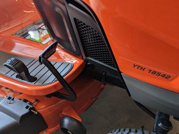 New Husqvarna YTH18542 18.5-HP Hydrostatic 42-in Riding Lawn Mower