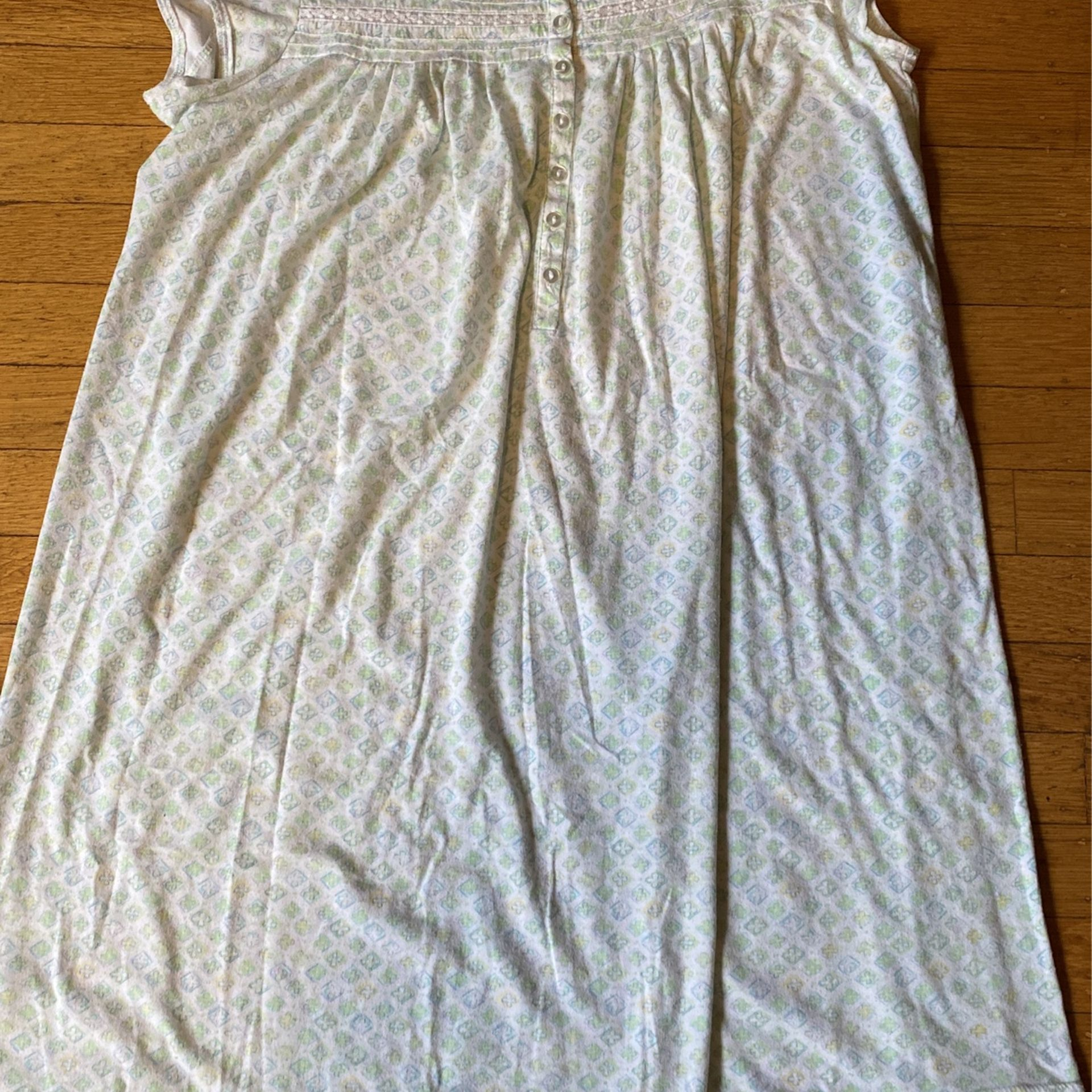 Women's Night Gowns By Earth Angels Size Medium