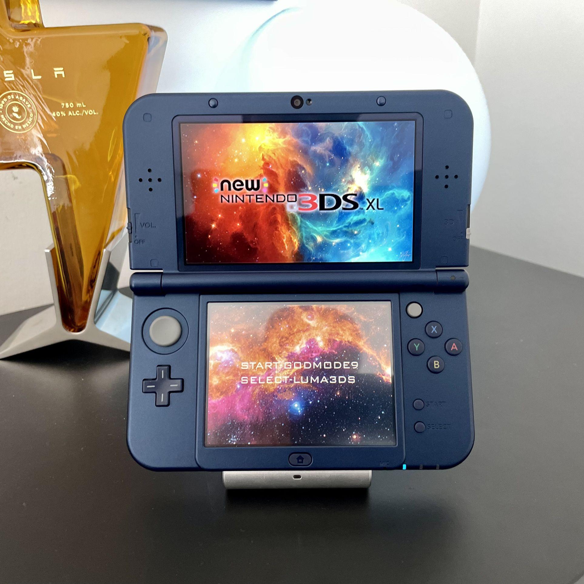 New Nintendo 3DS Metallic Blue W/ 128gb of Games