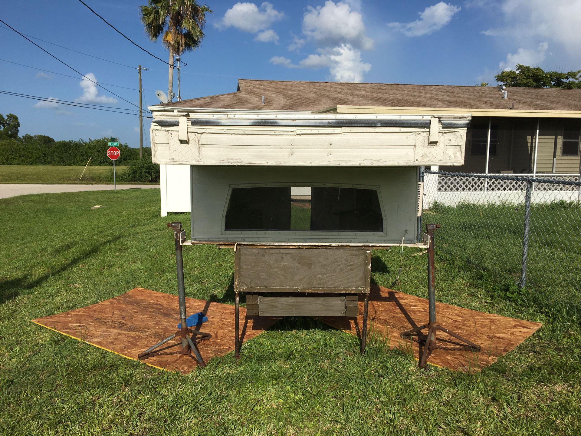 Pop up truck bed camper topper