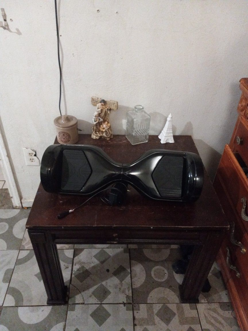 A Hover One Hoverboard In Excellent Condition With Charger