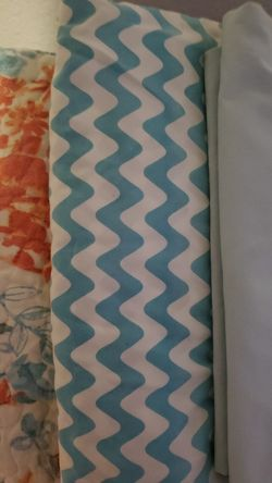 Queen quilt comforter with 2 reversible shams, 2 pillow cases and a throw pillow Thumbnail