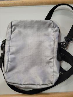 Supreme x TNF Silver Shoulder Bag USED Thumbnail