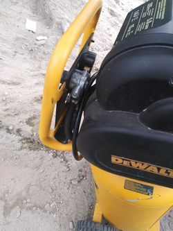 Brand New DEWALT D55168 225 PSI 15 Gallon 120-Volt Electric ,Wheeled, Portable Continuous Workshop Compressor Thumbnail