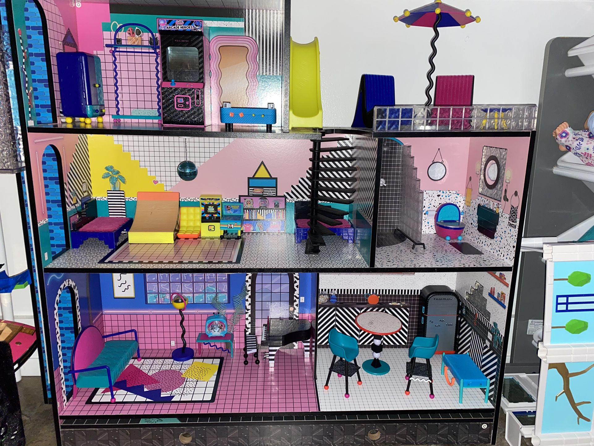 "LOL House, Club House, ""Glamper"" & Car"
