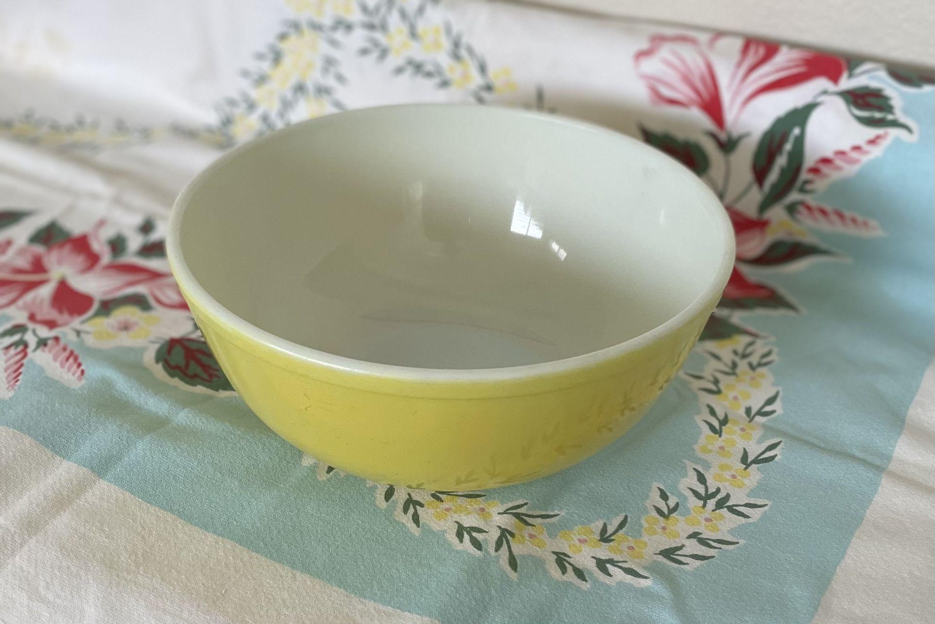 Vintage Large Yellow Pyrex Mixing Bowl 4 Quart