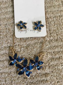 Necklace with earrings Thumbnail