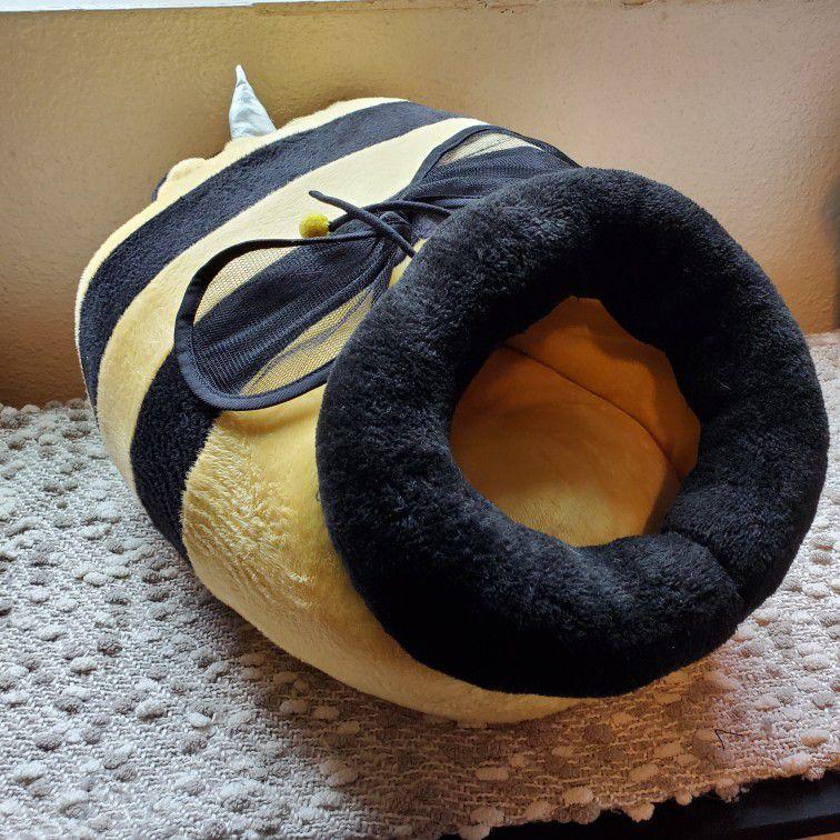 Bumblebee Kitty Bed