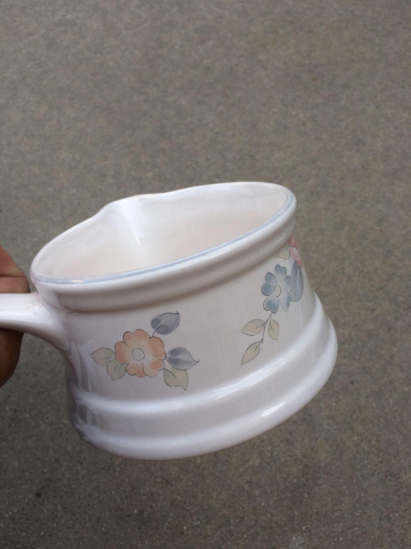 Pfaltzgraff tea rose gravy or butter server