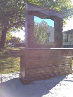 Dresser/Mirror Thumbnail