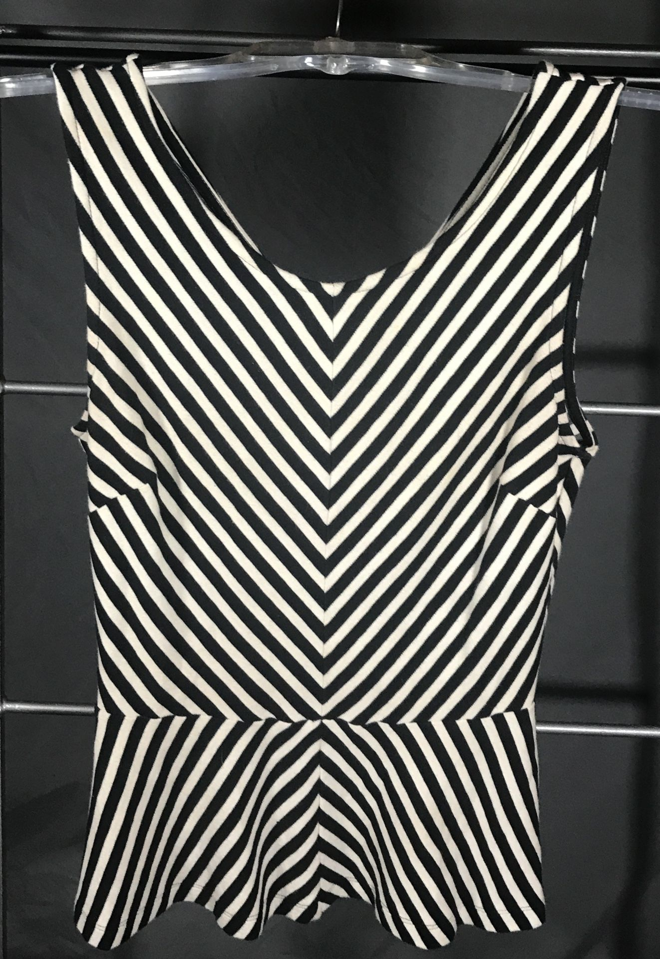 Black  & White V Stripe Banana Republic Top Sz 2