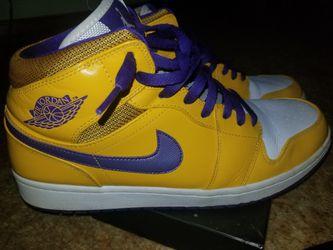 Lakers Mid Air Jordans Size 12 Like New Thumbnail