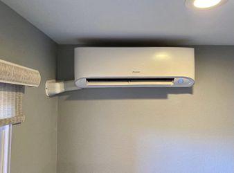Daikin 12K 12000 BTU 1 Ton Mini Split AC Condenser Wall Mount Air Handler  Thumbnail