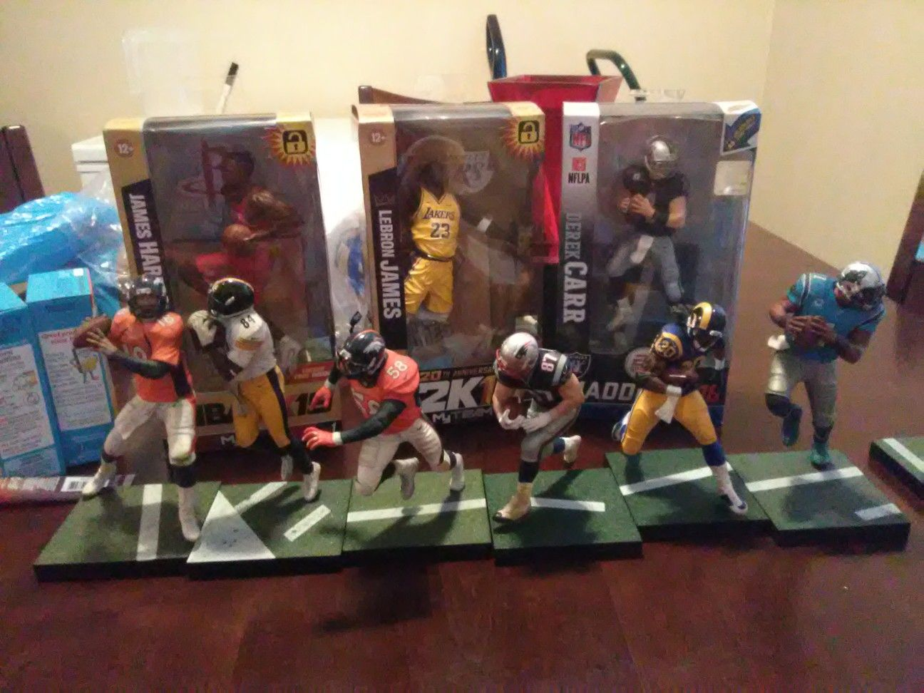Nfl nba mlb. Action figures. Old and new players