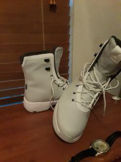 Authentic Jordan glossier boot Thumbnail