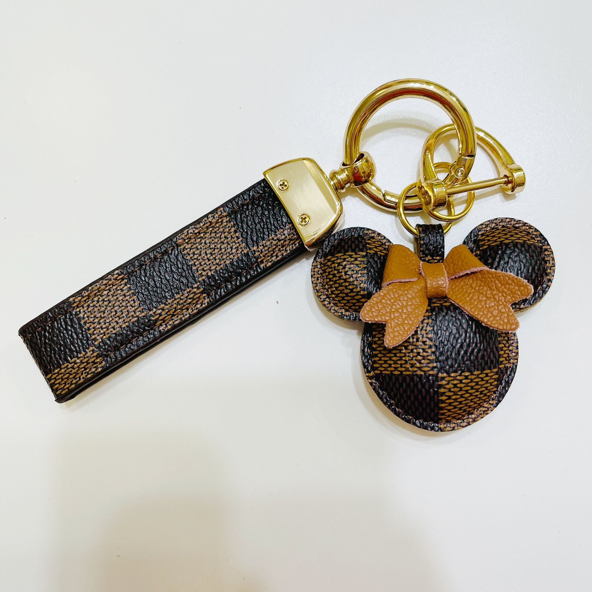 Cute Luxury Leather Keychain for Car and Handbag Backpack