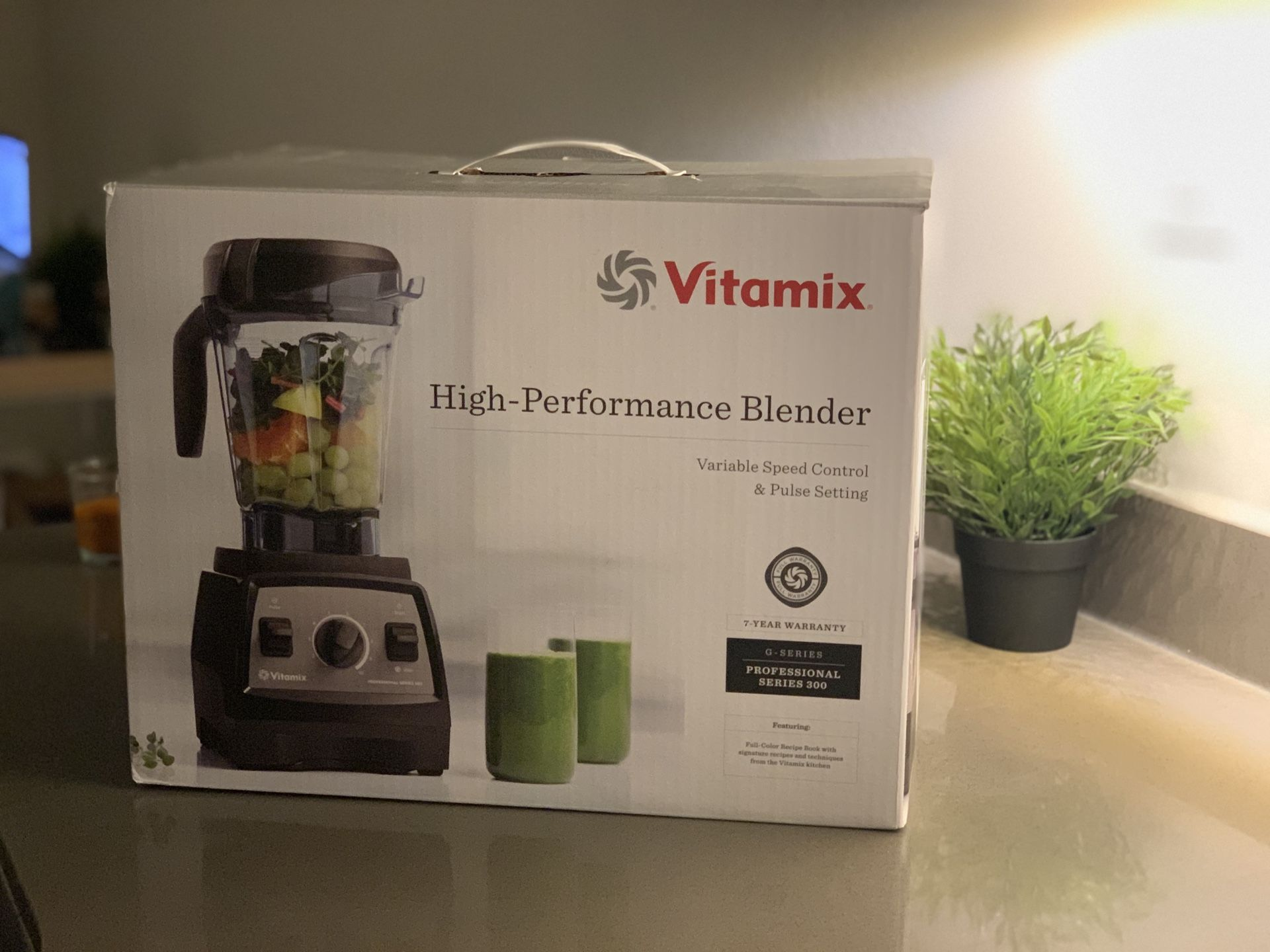 Vitamix professional series 300 powerful blender with the box, recipe book and warranty
