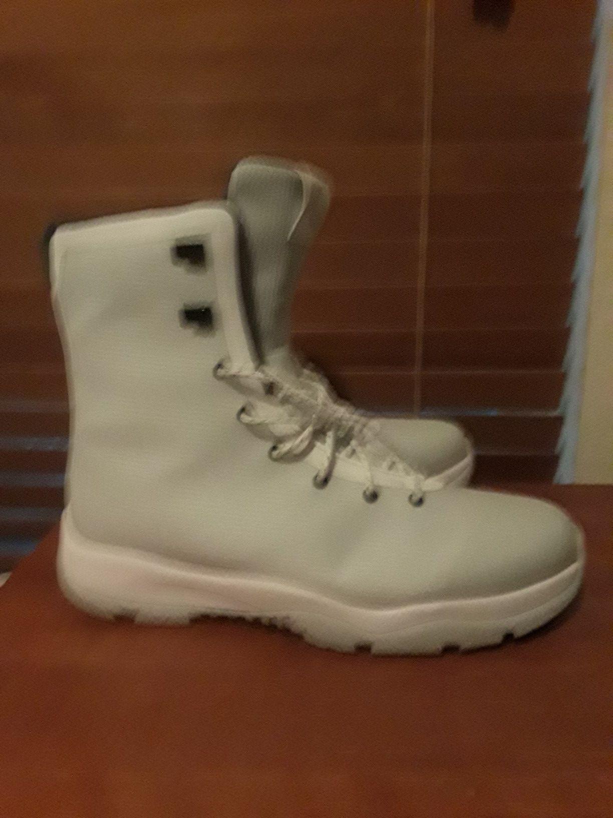 Authentic Jordan glossier boot
