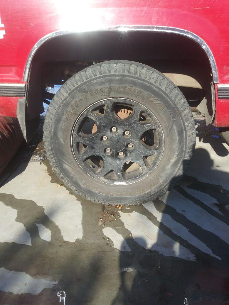 Chevy rims 6 lugs Lt245/75R17
