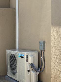 Daikin 12000BTU Heat Pump Mini Split AC System Installed Thumbnail