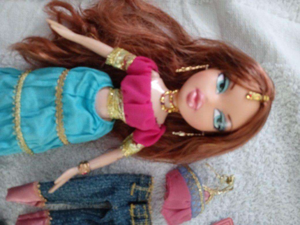 Bratz Genie Doll Megan With Extra Outfit