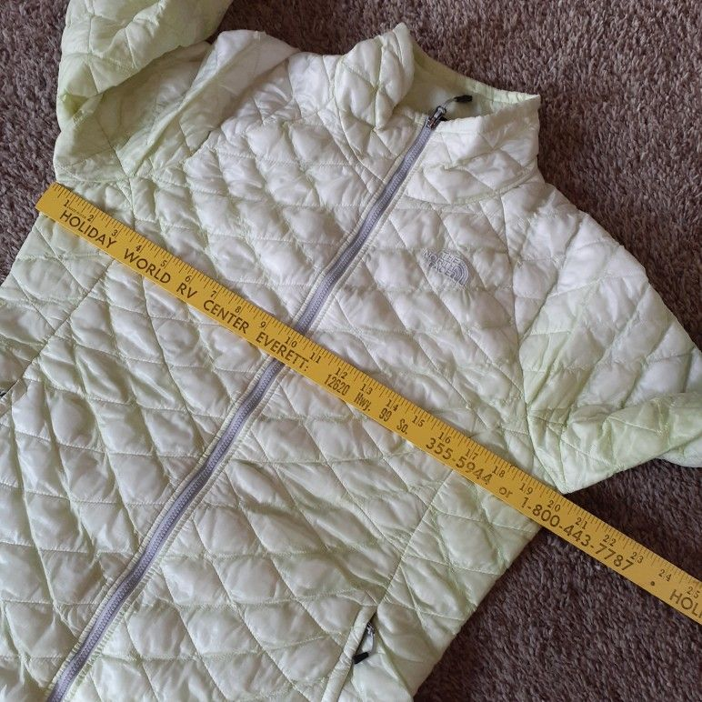 North face women's thermoball jacket size M