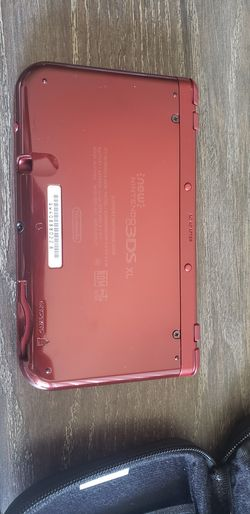 Nintendo 3DS XL console w/ 3 games Thumbnail