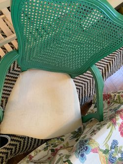Dining room table & 4 chairs Thumbnail
