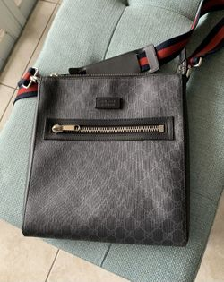 AUTHENTIC GUCCI SUPREME GG WEB STRAP MESSENGER BAG LARGE 474137 USED ONCE Thumbnail