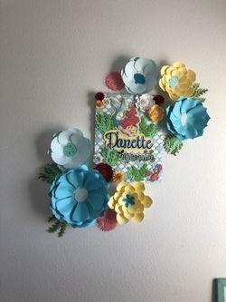 Paper flower wall decor Thumbnail
