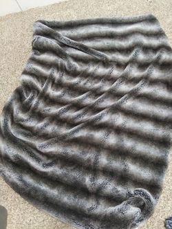 Throw blankets- super comfy :) Thumbnail