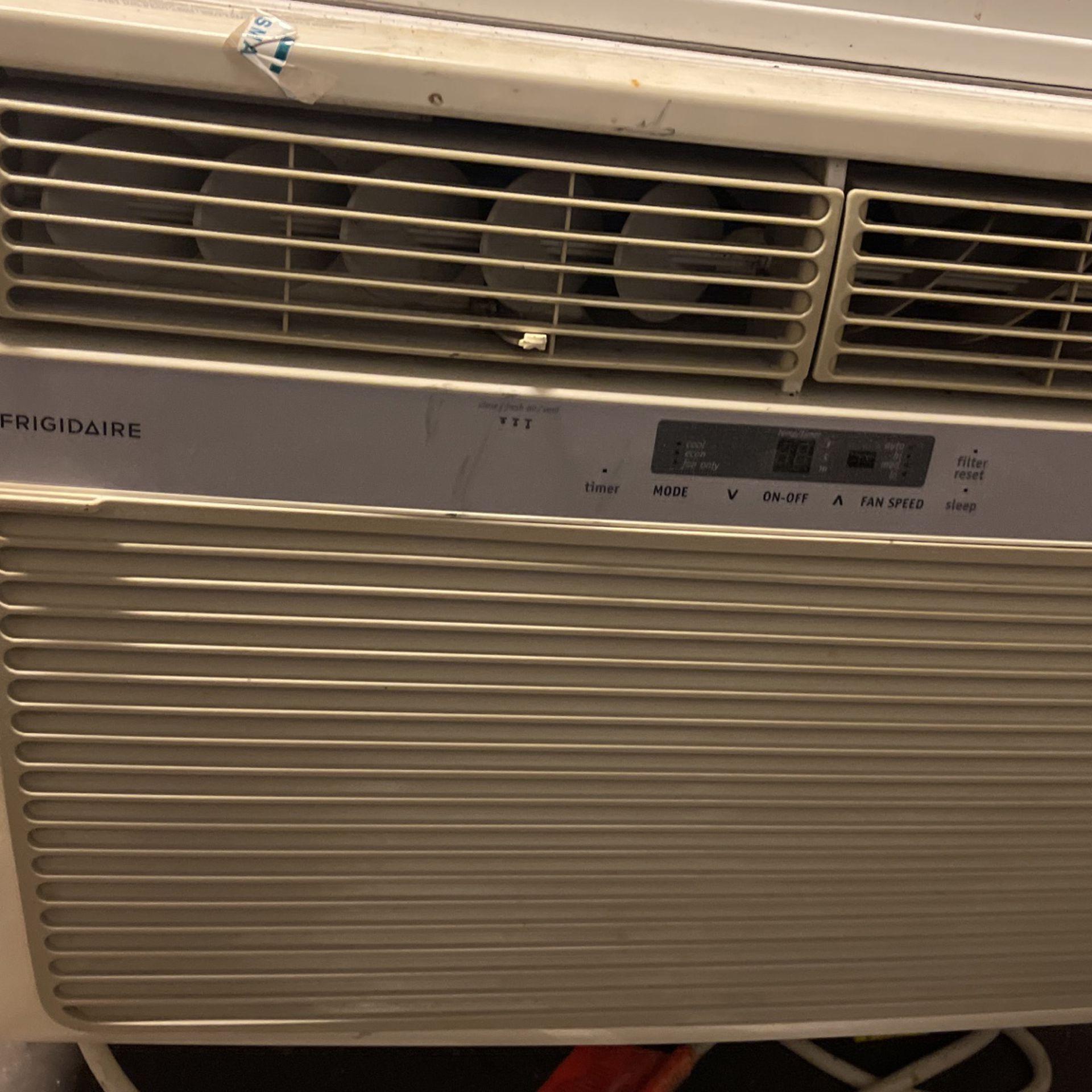 2500 BTU Frigidaire Air Conditioner