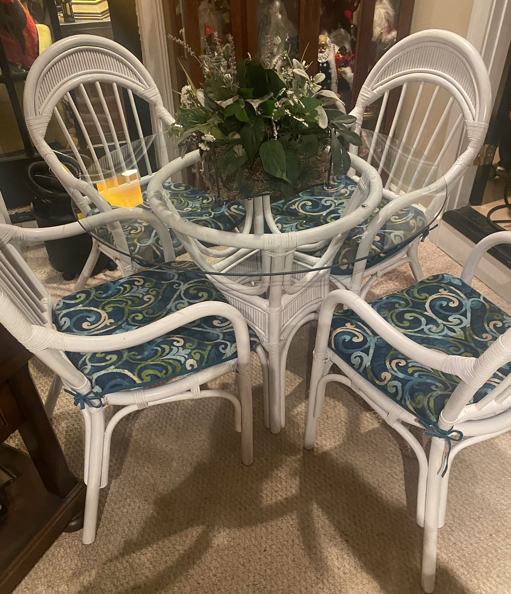 Awesome Table & 4 Chairs