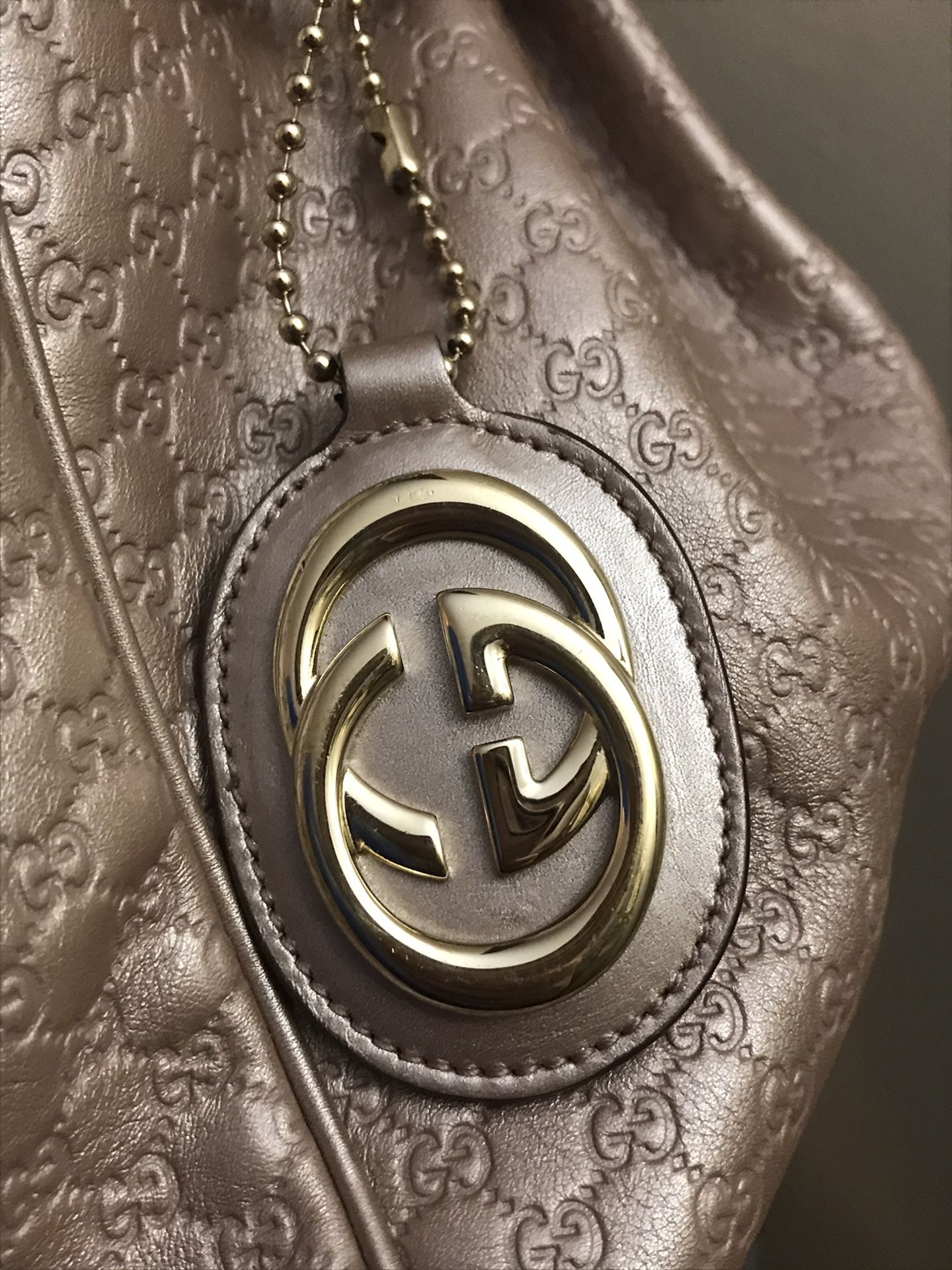 Authentic Gucci sukey Tote Bag Like New