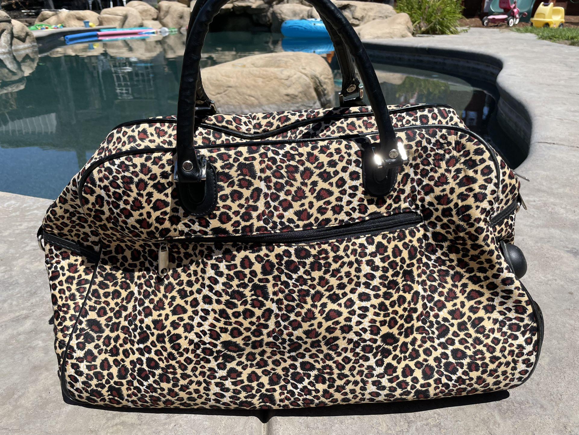 Weekend Leopard Traveling Bag