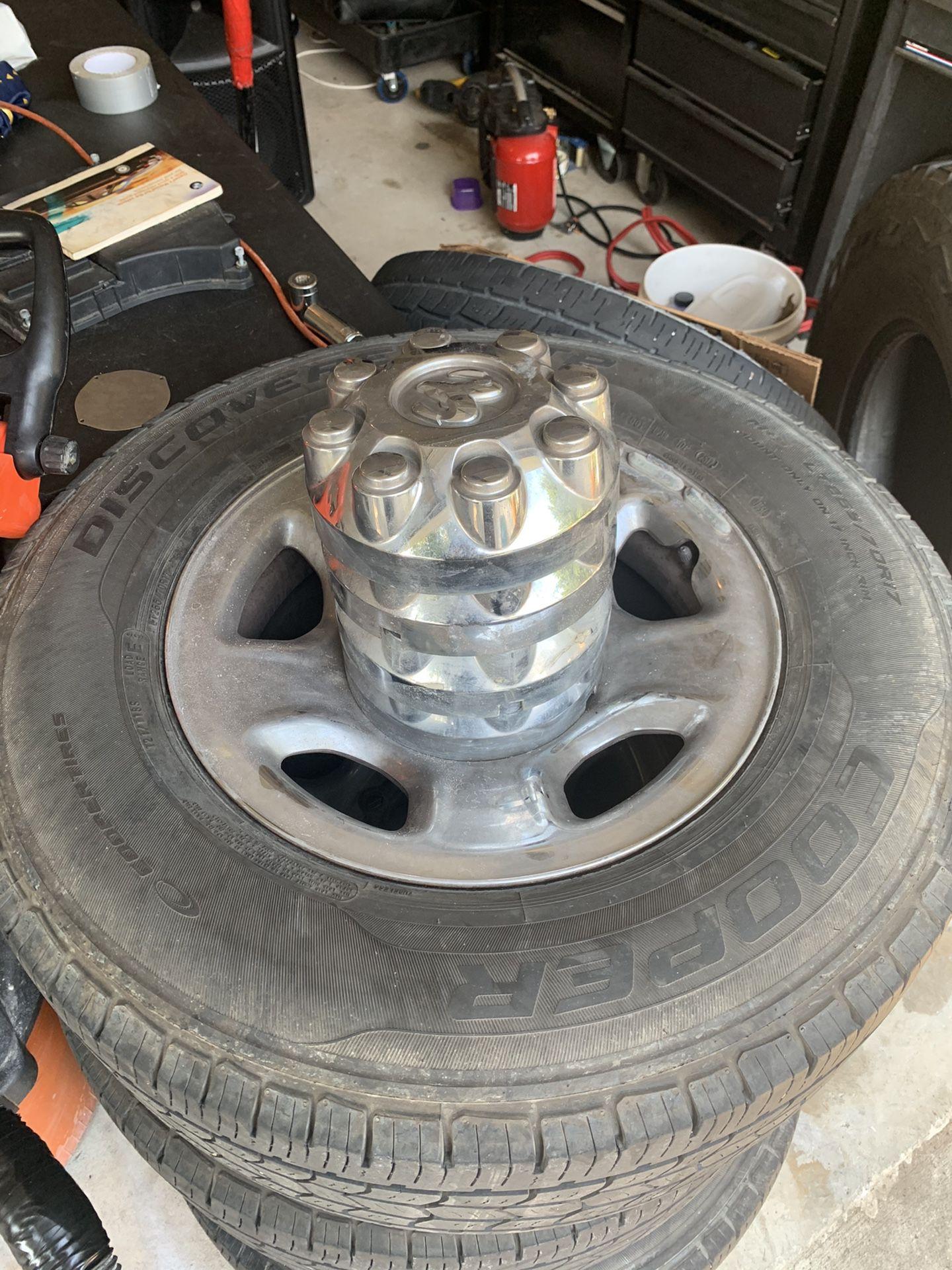 Dodge 8 lugs size 17 rims